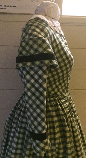 1840s Reproduction Green Plaid Bodice Right