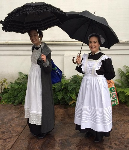 1910s Reproduction Edwardian Maids at the GBACG Open House 2016 with umbrellas. Photo by Breanne Maxine.