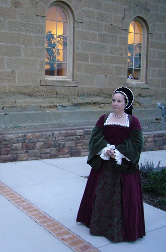 Reproduction Tudor dress. Photo and hat by Cate Jinemann.